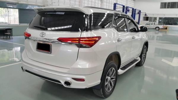 Toyota-Fortuner-Fiar-FD-2LS-Luxury-Sport-bodykit-white-rear-quarter-Thailand.jpg